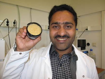 During his Phd-project Tahir Mahmood Qureshi discovered that traditional Norwegian cheese Gamalost is actually good for your heart.