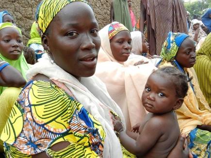 Kvinner i Nord-Nigeria, her fotograftert i et britisk bistandsprosjekt. Bildet er hentet fra Flickr https://www.flickr.com/photos/dfid/8406369172/ og republisert her under en Creative Commons-lisens.