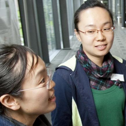 Doktorgradsstudentene Guang Xia Guo (V) og Zhi Qu (M) fra Beijing.