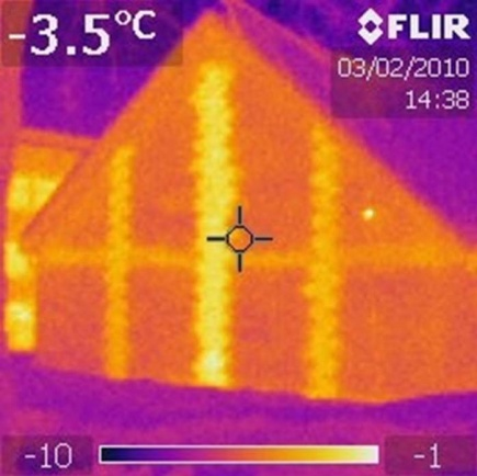 Figure 5. Thermogram of a 'new' type of brick facade with cold bridge.