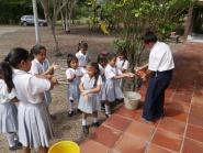 Hndvask er et av tiltakene mot smitte av diare og denguefeber i Colombia.