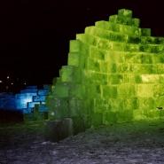 Isskulpturer med blått og grønt lys, UMB-parken 2001<br />
